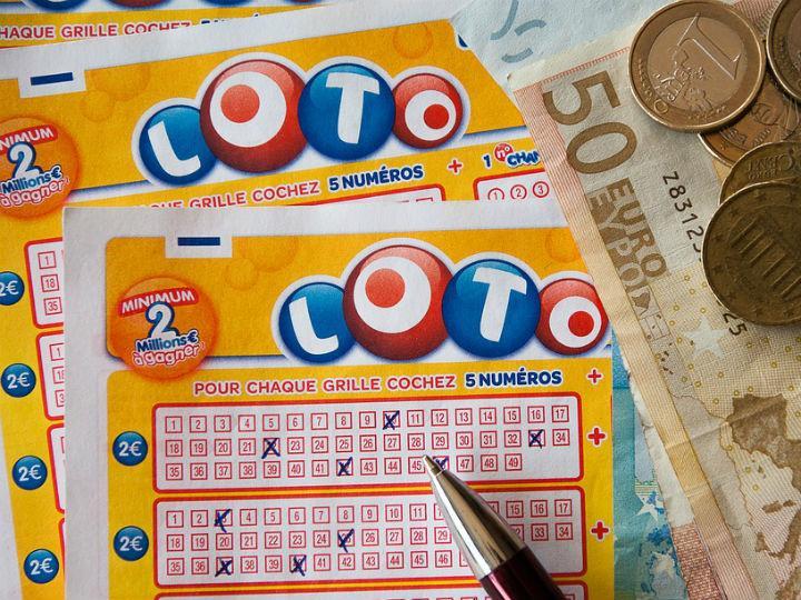 Image result for Un ganador de lotería pierde más de un millón de pesos por no ir a cobrar su premio