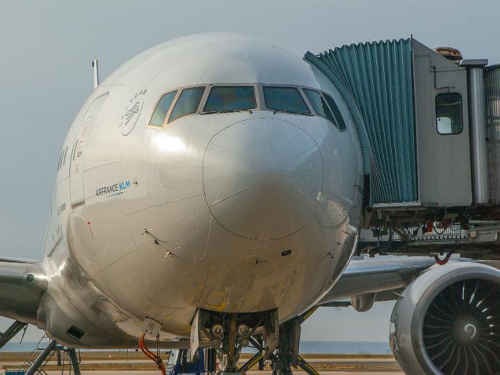 ¿Cuántos días antes comprar un boleto de avión para gastar menos?
