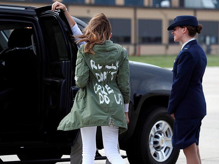 """""""Realmente no me importa"""", el polémico mensaje de la chamarra de Melania Trump"""