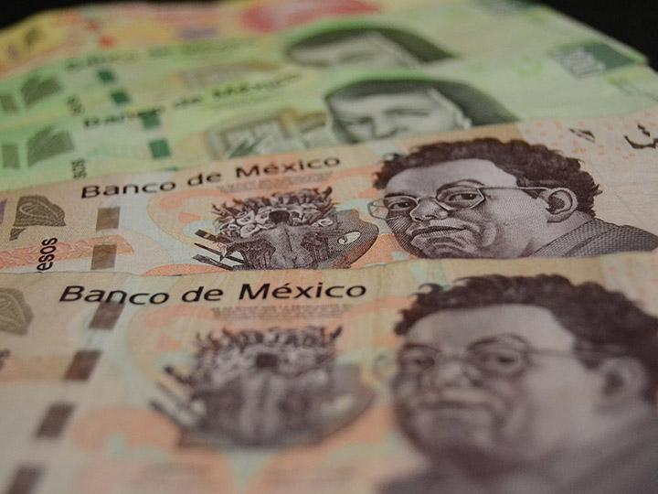 Sube dólar a $20.40; asimilan elecciones