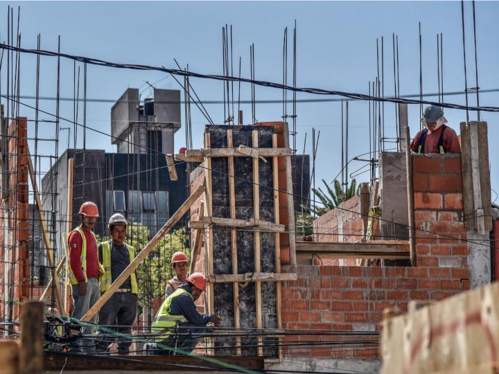 Sector de construcción se desacelera 3.1%, su personal y salarios a la baja: INEGI