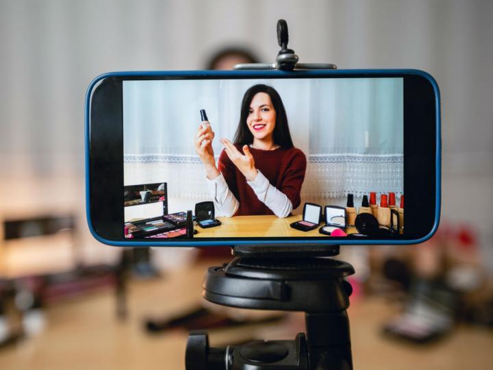 ¿Cómo puedes hacer para ganar dinero subiendo videos a Youtube?