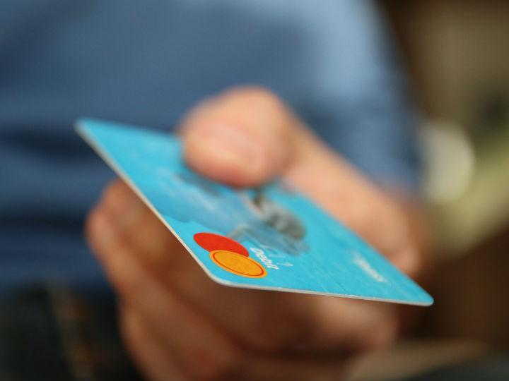 Si mi fecha límite de pago de la tarjeta cae en día inhábil, ¿qué pasa?