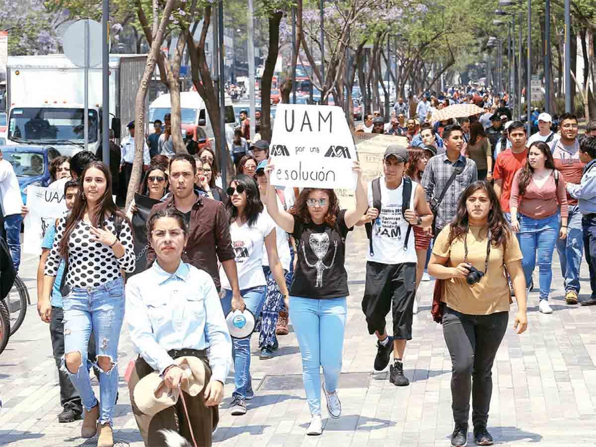 Alumnos de la UAM buscan regresar a clases ante huelga