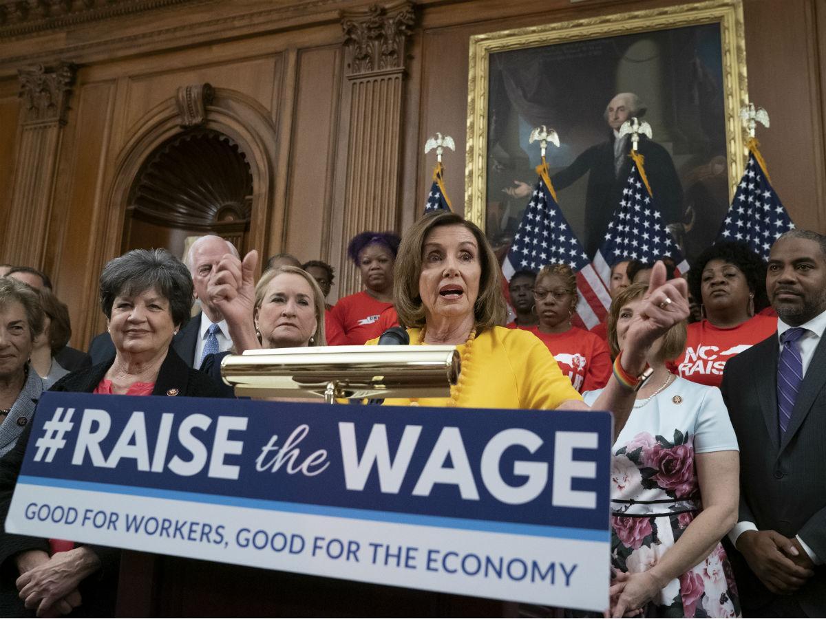 Duplican el salario mínimo en EU para derrocar a Trump