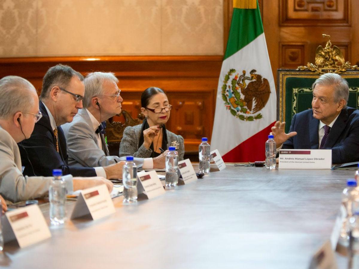 López Obrador analiza el acuerdo del T-MEC con legisladores de EU