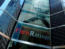 Fitch eleva calificación crediticia de Grecia a 'B-'