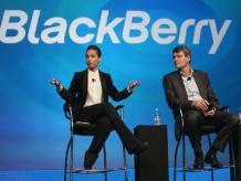 La cantante Alicia Keys le hizo promoción al Blackberry Z10 desde un iPhone. Foto: Getty.