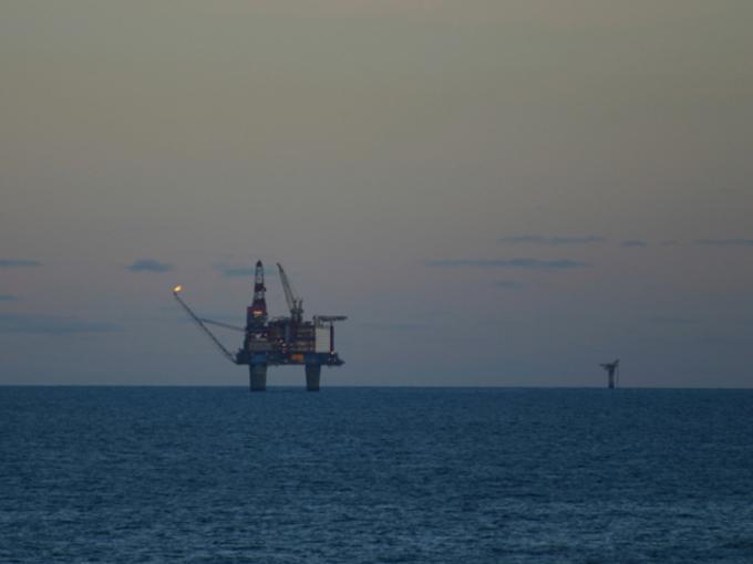 Cae petróleo WTI y Brent ante alza en inventarios de EU