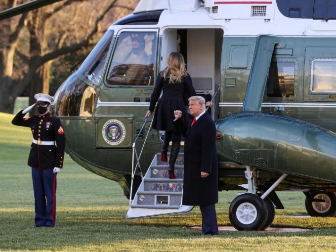 Trump se va a su resort de Palm Beach mientras en Estados Unidos se avecina una catástrofe