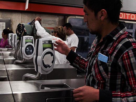 Metro podría pagarse con tarjetas de crédito y débito